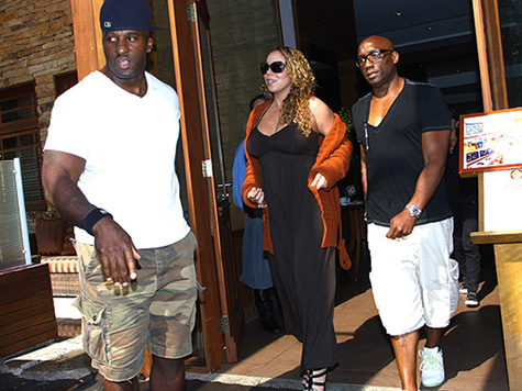 mariah moo3 Hot Shots: Mariah Arrives In Brazil