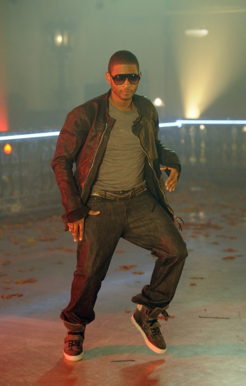 usher 5a e1282739257850 Hot Shots: Usher On Set Of DJ Got Us Falling In Love Video