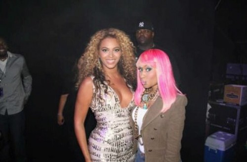 NickiBey e1284990796170 Hot Shot: Beyonce and Nicki Minaj Backstage
