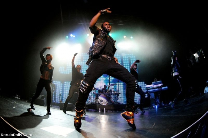deruno4 Hot Shots: Jason Derulo Performs At Pre VMA Concert