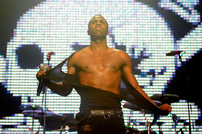 deruno6 Hot Shots: Jason Derulo Performs At Pre VMA Concert