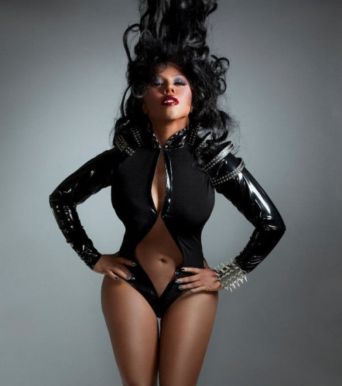 kimkontrol5 e1294024084735 Lil Kim Hints At Mary J Collabo; A Diss of Nicki Minaj & Keyshia Cole?