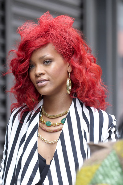 r ri red Hot Shots: Rihanna On Set Of Whats My Name Video