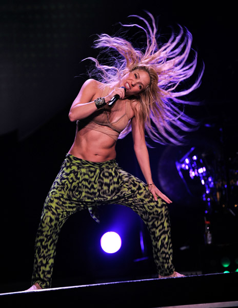 Hot Shots Shakira Performs In Msg That Grape Juice
