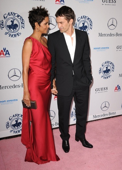 halle 43 Hot Shots: Stars Come Out For Carousel Gala