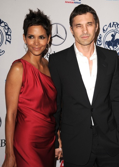 halle Hot Shots: Stars Come Out For Carousel Gala