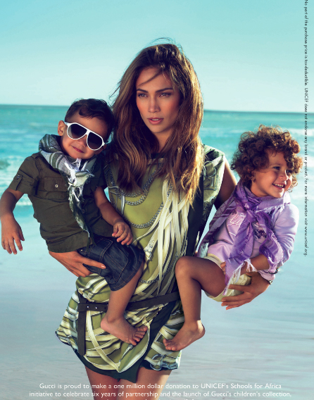 jennifer lopez v2 Jennifer Lopez & Kids Pose For Gucci