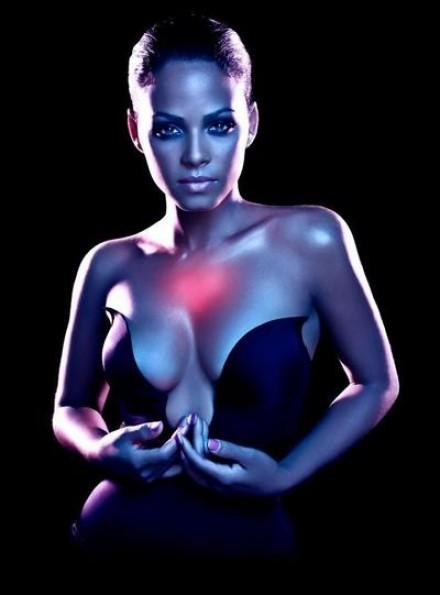 milian 34 e1287228891823 Christina Milian Performs Zipper / Dip It Low At LA Fashion Week