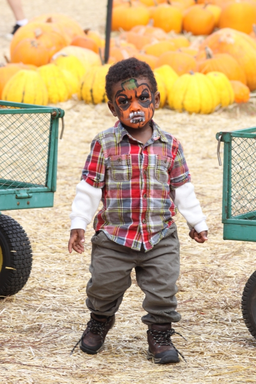 usher2 Hot Shots: Usher Spends Birthday With Sons In Pumpkin Patch