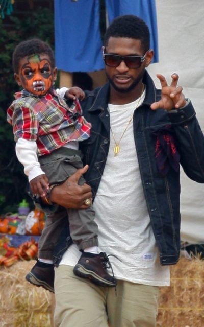 usher4 Hot Shots: Usher Spends Birthday With Sons In Pumpkin Patch