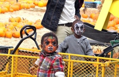 Hot Shots: Usher Spends Birthday With Sons In Pumpkin Patch
