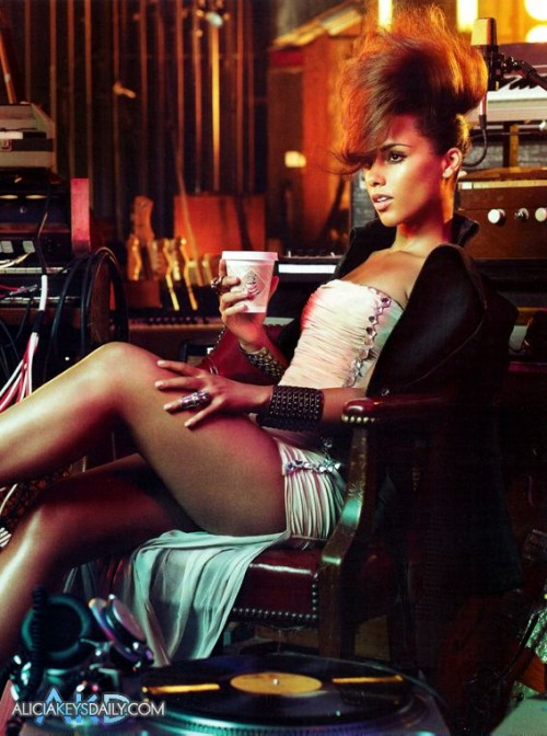 alicia keys vogue e1289406814151 Hot Shots: Alicia Keys Does Vogue Italia