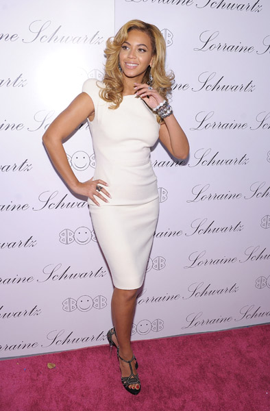 beyonce flick Hot Shots: Beyonce & Mary J. Blige Attend 2BHAPPY Jewellery Launch