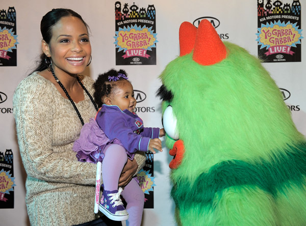 cmillian baby Hot Shots: Milian Treats Daughter To Thanksgiving Day Out