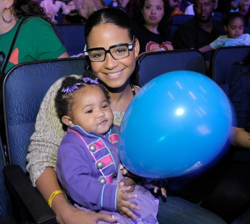 cmillian34 e1290876769216 Hot Shots: Milian Treats Daughter To Thanksgiving Day Out