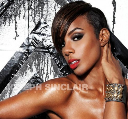 kelly nm e1290380622905 Kelly Rowland Sizzles In New Promo Shot