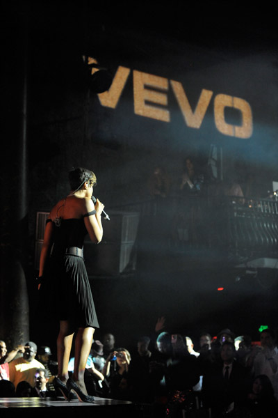 kelly trs Hot Shots: Brandy & Kelly Rowland At Ne Yos VEVO Bash