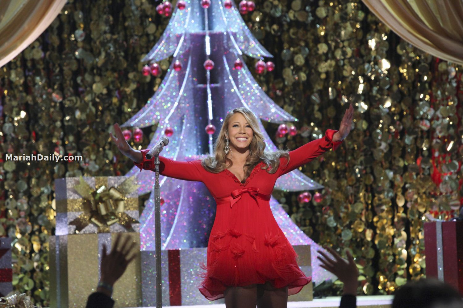 mariah11 Hot Shots: Mariah Carey Dazzles In Christmas Special