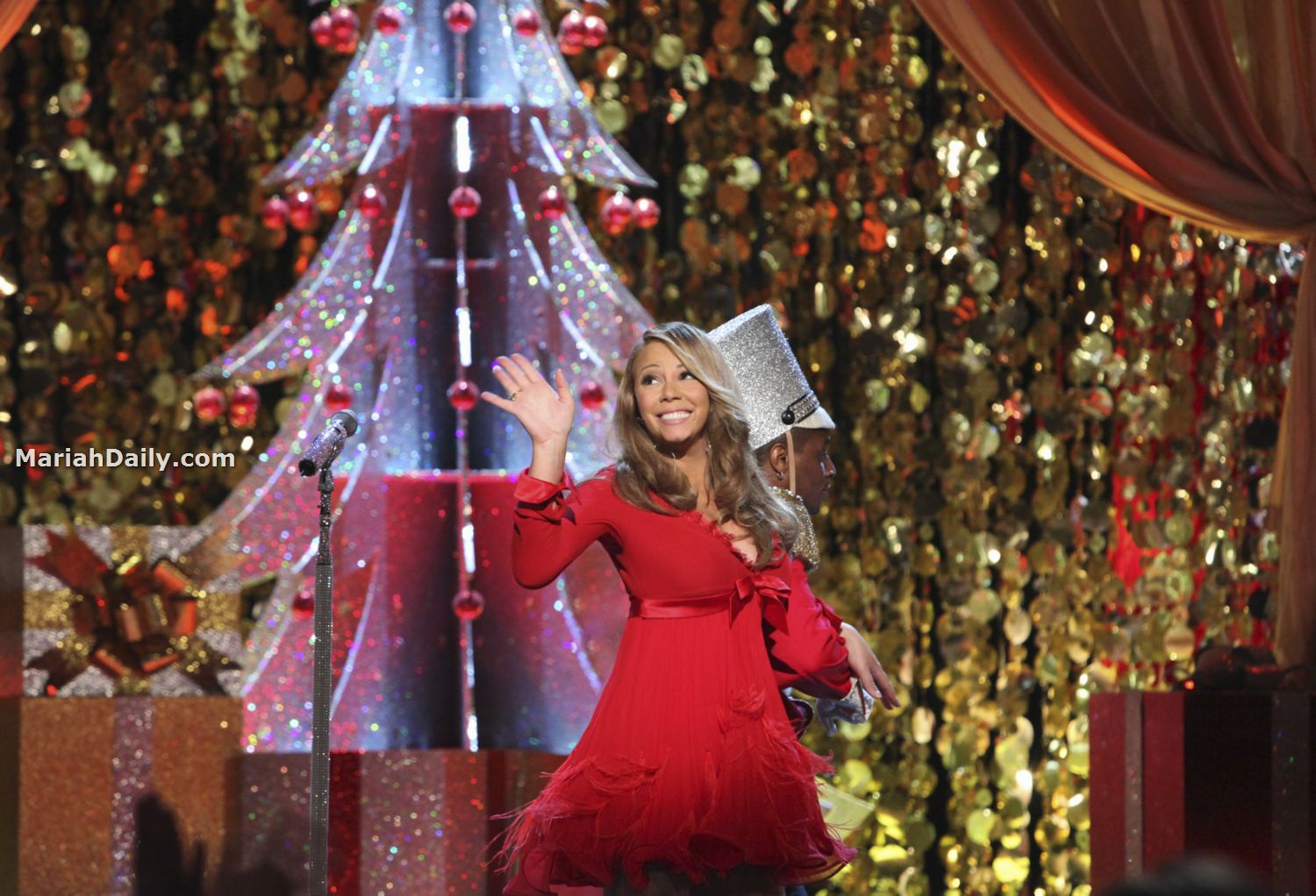 mariah31 Hot Shots: Mariah Carey Dazzles In Christmas Special