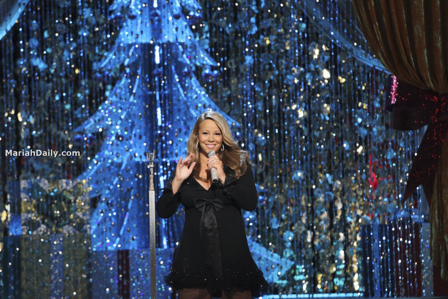 mariah42 Hot Shots: Mariah Carey Dazzles In Christmas Special