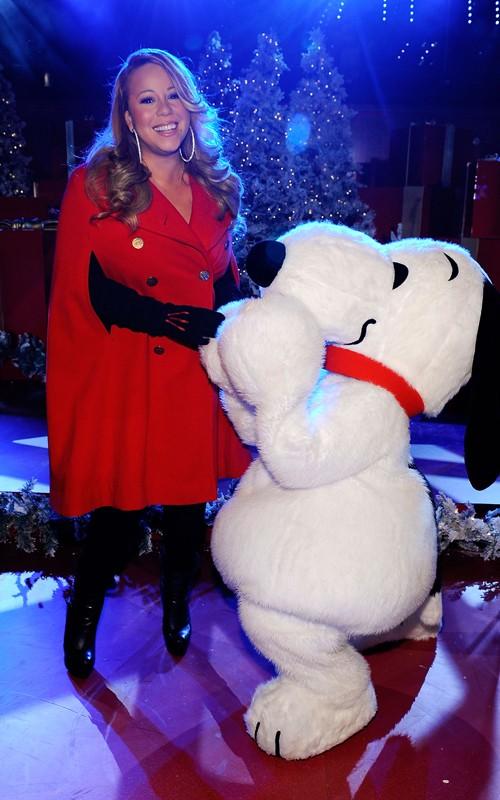 mariahnyc2 Hot Shots: Mariah Carey Brings Christmas To NYC