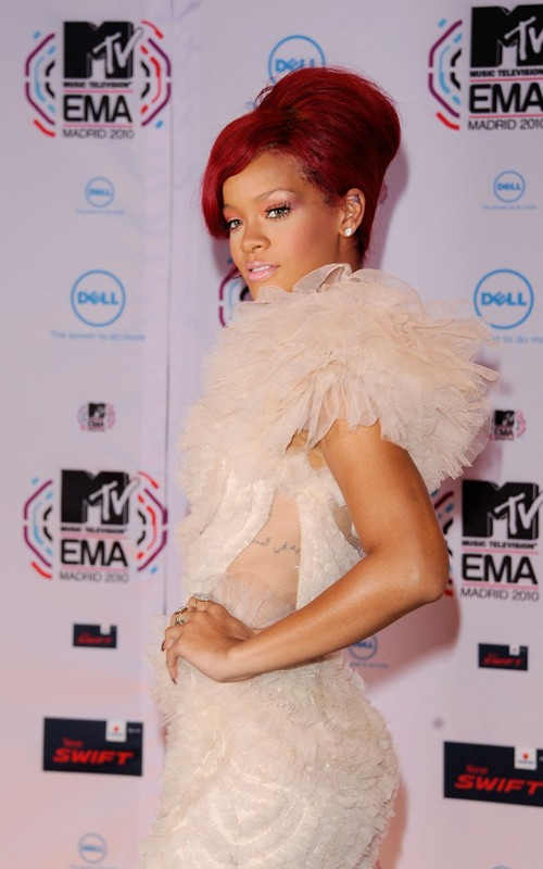 rihanna3 Hot Shots: Rihanna Arrives At The MTV EMA