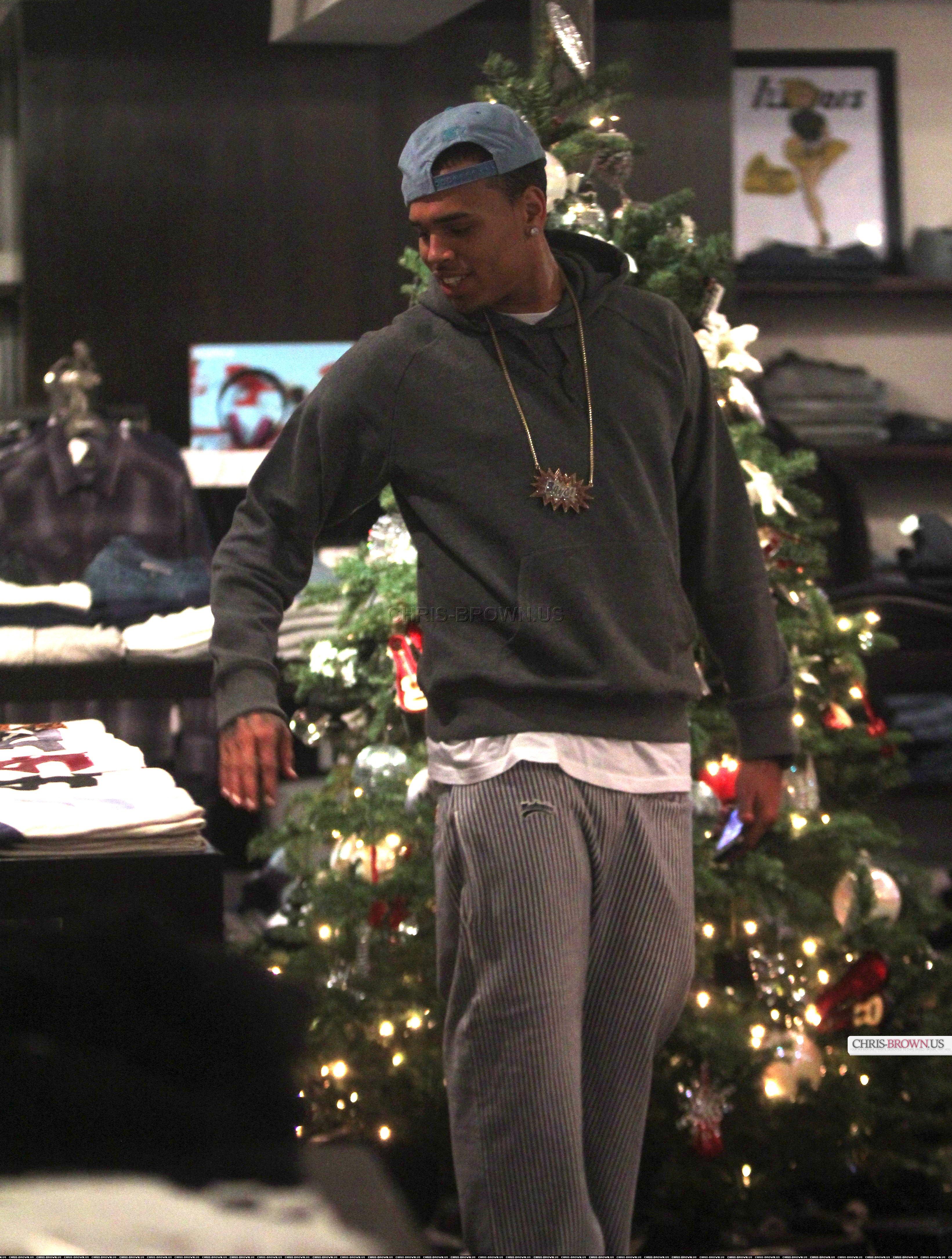 Chris Brown This Christmas.Hot Shots Chris Brown Goes Christmas Shopping That Grape