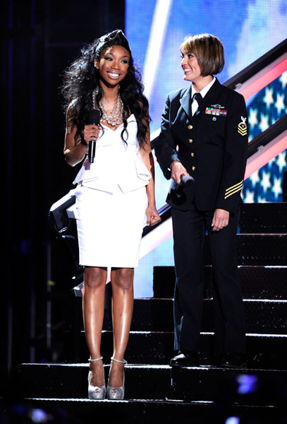 divas564 Hot Shots: VH1 Divas 2010: Salute The Troops / Show