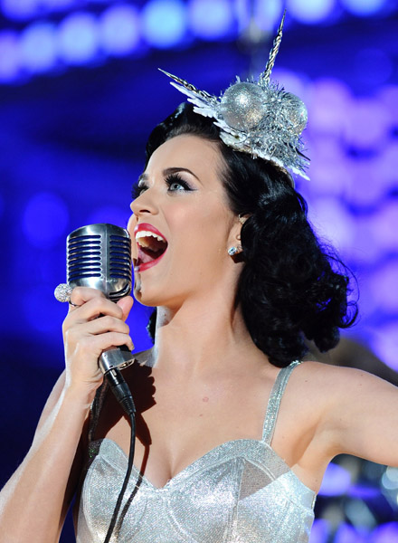 katyperry2 Hot Shots: Katy Perry Sparkles At Grammy Nomination Special