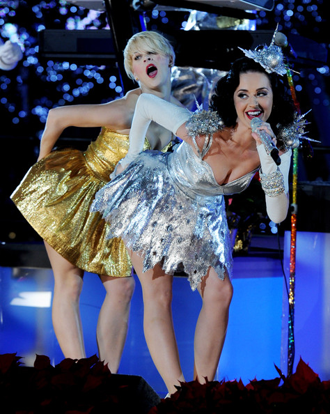 katyperry3 Hot Shots: Katy Perry Sparkles At Grammy Nomination Special