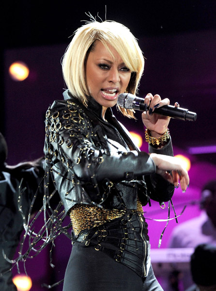 keri tm Hot Shots: VH1 Divas 2010: Salute The Troops / Show