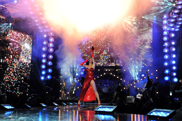 kka Hot Shots: VH1 Divas 2010: Salute The Troops / Show