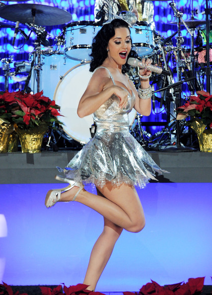 latyperry5 Hot Shots: Katy Perry Sparkles At Grammy Nomination Special
