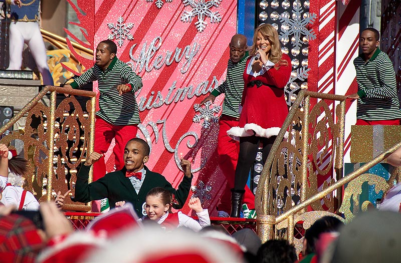 mariah2 Hot Shots: Mariah Carey Films Disney Parks Christmas Day Parade Performance