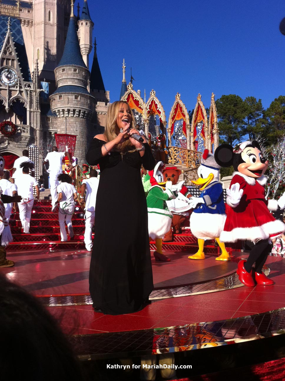 mariah3 Hot Shots: Mariah Carey Films Disney Parks Christmas Day Parade Performance