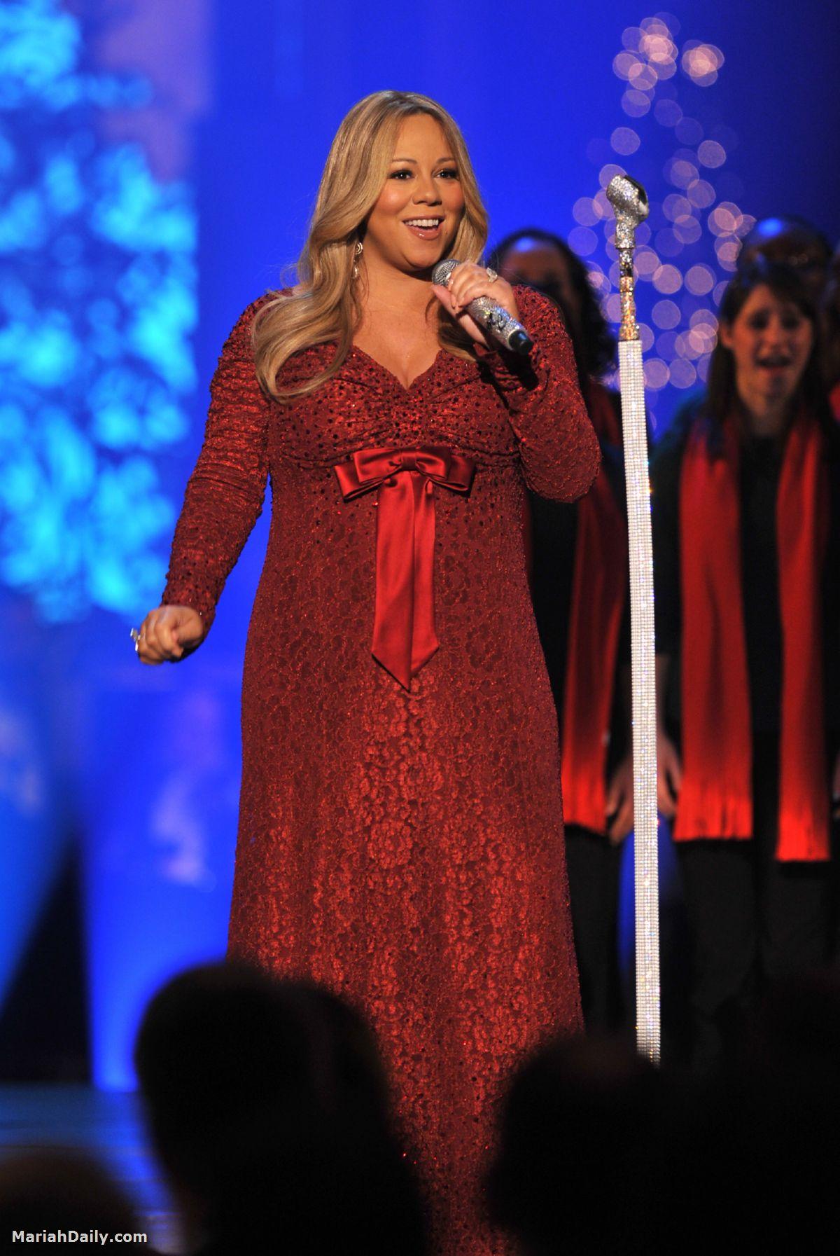 Mariah Carey Performs ... Mariah Carey Merry Christmas