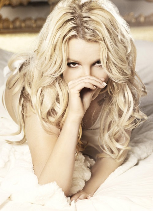 britney hold it e1294786505898 New Britney Spears Promo Pic