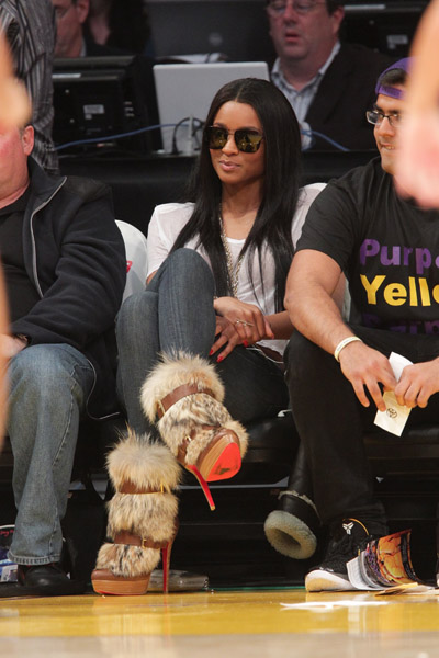 ciara1 Hot Shot: Ciara Enjoys Lakers Vs Knicks Game In LA