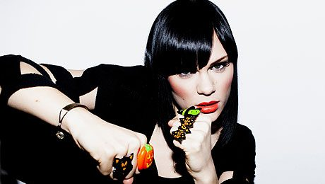 Jessie J Performs 'Do It Like A Dude' On 'Rehearsal Rooms'