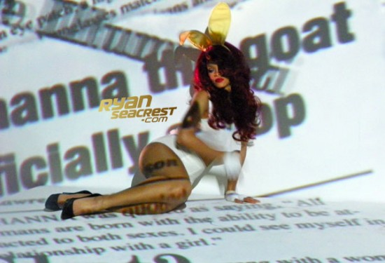 rihannasm Hot Shots: More Screenshots From Rihannas S&M Video