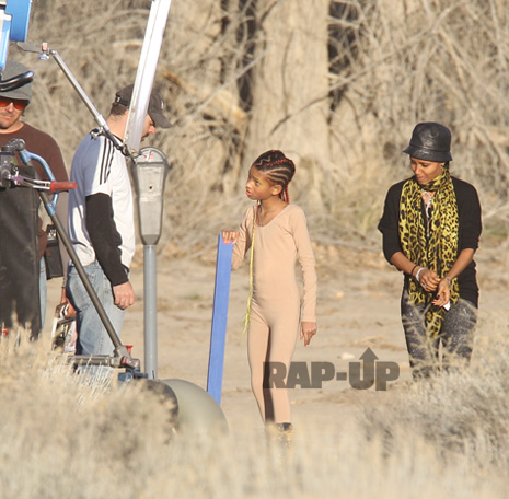 willow22 Hot Shots: Willow Smith Films New Video