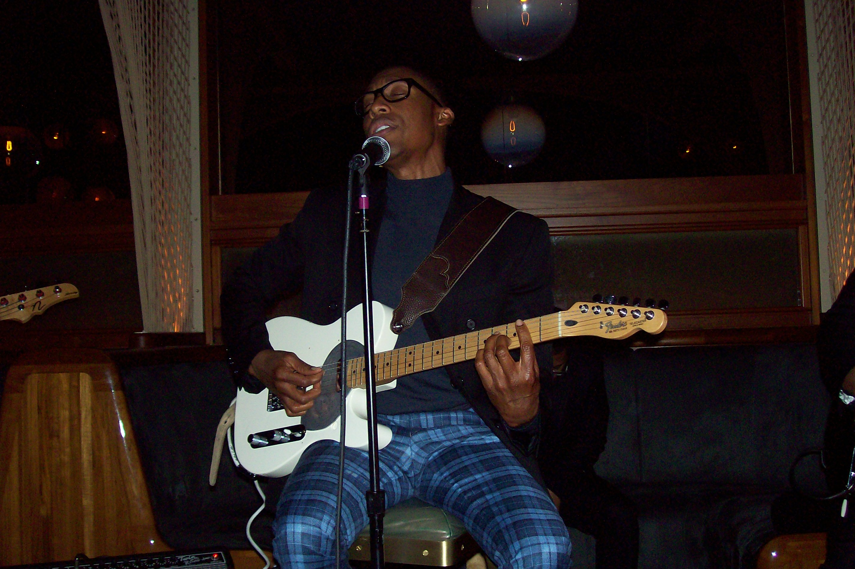 100 3295 Raphael Saadiq Rocks New York City; Readies New Material