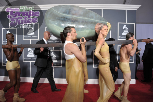 lady gaga egg 2 Grammy Awards 2011: Red Carpet