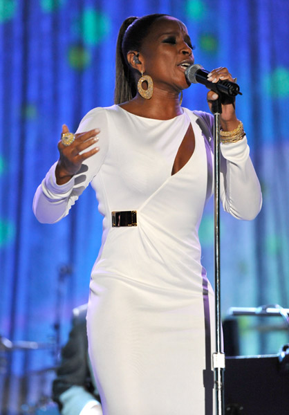 mary j 123 Hot Shots: Whitney, R. Kelly, Janelle Monae & More Shine On Pre Grammy Stage