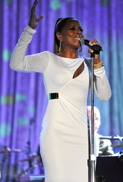 mary j12 Hot Shots: Whitney, R. Kelly, Janelle Monae & More Shine On Pre Grammy Stage