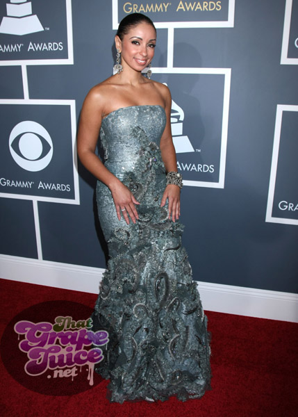mya2 Grammy Awards 2011: Red Carpet