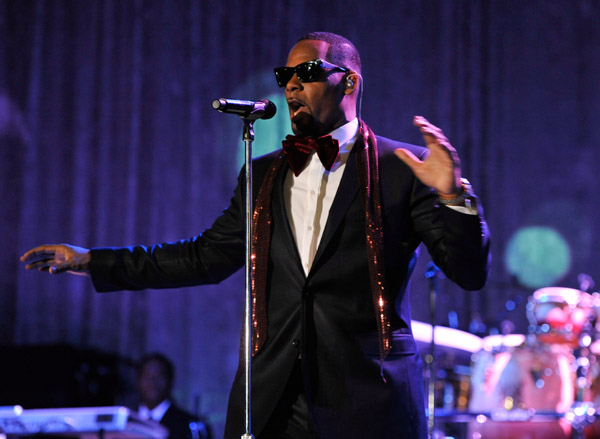 rkelly 56 Hot Shots: Whitney, R. Kelly, Janelle Monae & More Shine On Pre Grammy Stage