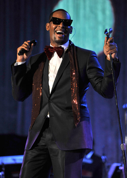 rkelly12 Hot Shots: Whitney, R. Kelly, Janelle Monae & More Shine On Pre Grammy Stage