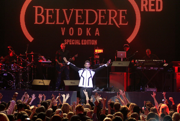 usher22 Hot Shots: Usher Goes Red With BELVEDERE