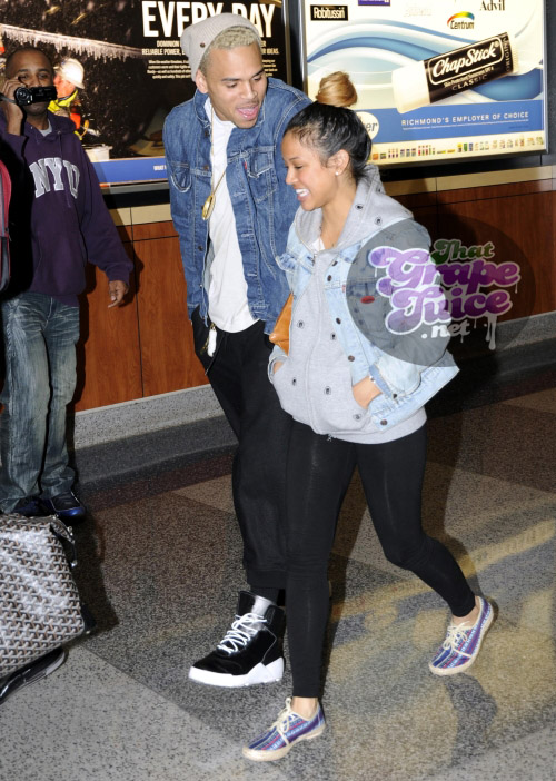 chrisbrown18 Hot Shots: Chris Brown & Girlfriend Travel Through Richmond